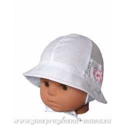Kojenecký klobúčik, biely s kvetinkou