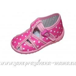 Sandálky, ružové bodky